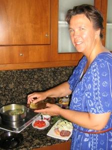Bild av en svettig Kock i köket på Kreta