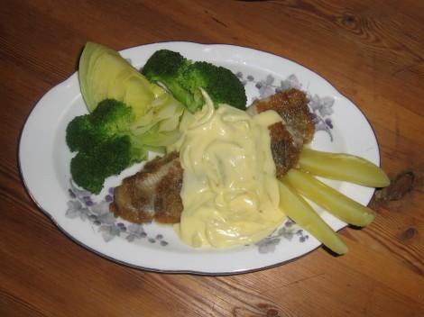 Kokt vitkål och broccoli till. Jag tog lite Gul Mandel också. Gott till sill