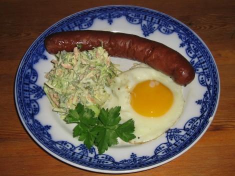 Lammhult's Syrliga Isterband med Vitkålssallad och Stekt ägg
