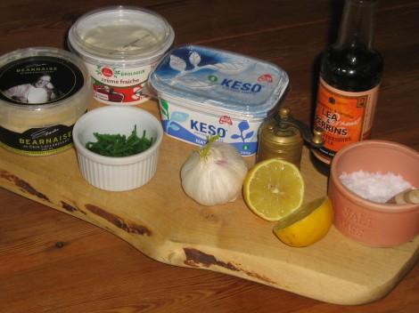 Vitlökskeso = Keso, Crème Fraiche, Vitlök, Erik's Bearnaise, Worcester, Vitlök, Gräslök