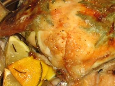 Ugnsstekt Färsk Kyckling med Citron, Örter och Vitlök