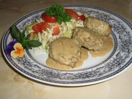 Servera med Sallad, Dressing och kokt Broccoli