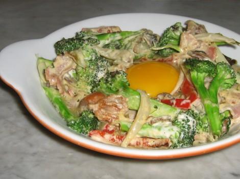 Knäck ett Ägg över Broccoligratängen