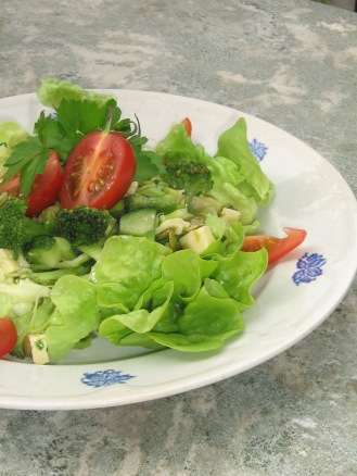 Broccoli och Ost-sallad med Senapsdressing
