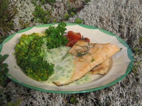 Smörstekt gravad Öring med Ört-hollandaise och broccoli