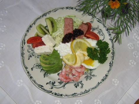 Lätt sommarlunch med Ägg,  Keso, Avocado, Paté och Fetaost