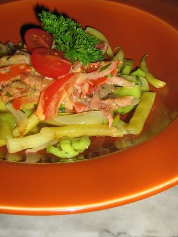 Pasta Lowcarb med Salami och Tomat i gräddig Basilikasås