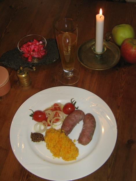 Kokt Italiensk Köttkorv med Blomkål och Morotspuré