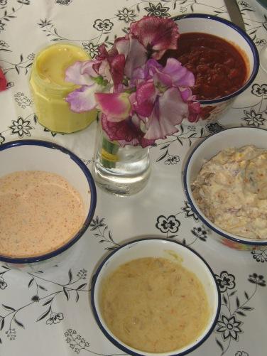 Goda såser till Kräftor. Romsås, Rabarchutney med Crème Fraiche, Chili-Aioli, Chilisås med riven Pepparrot och Citron