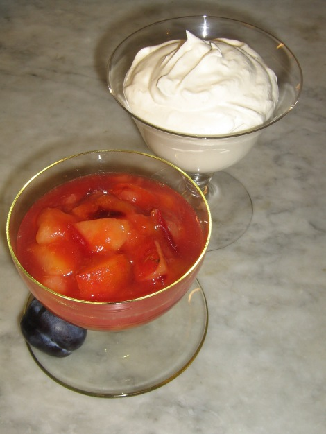 Plommonkompott med Björksocker, Xylitol och Grädde med äkta Vaniljpulver