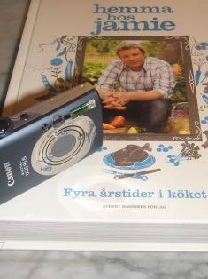 Canon Ixus 95 IS och Fyra årstider i Köket av Jamie Oliver