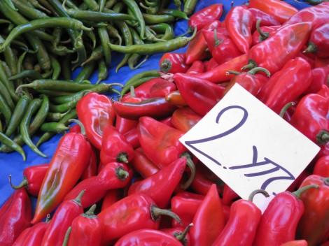 Röd Spetspaprika för 10 kr kilot på Söndagsmarknaden i Alanya