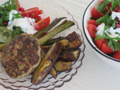 Kalvfärsbiffar med Zucchini och Sesamfrön. Rödvinskokt Vårlök till