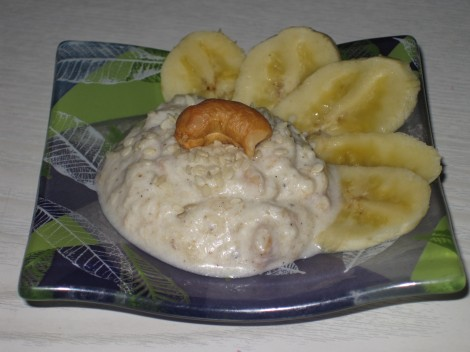 Dessert på Banan, Grädde, Vanilj, Kardemumma, Sesamfrön och Cachewnötter