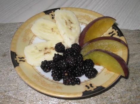 Fruktsallad på Alanya-banan, Björnbär och Plommon