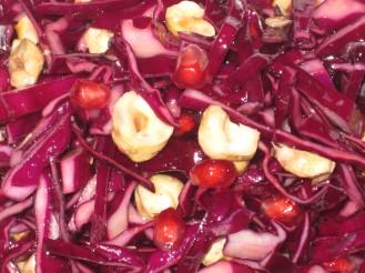 Rödkålssallad med Granatäpple och rostade Hasselnötter