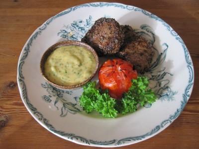 Bearnaisesås med pepparbiff och grillad tomat