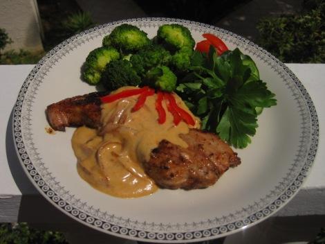 Stekt Fläsk med Löksås och Broccoli