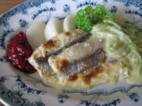 Ugnsstekt Sill med Purjolökssås, kokt Majrova och Lingonsylt