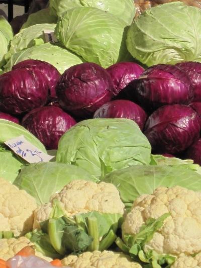 Vitkål, Rödkål och Blomkål på Söndagsmarknaden i Alanya