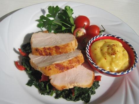 Rimmat Kycklingbröst med Turkisk Bladspenat och Chilihollandaise