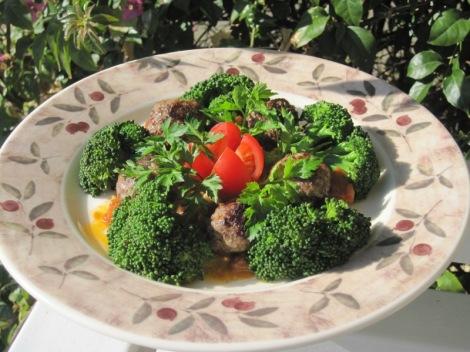 Lammfärsbullar med Tomatsmörsås och Broccoli