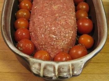 Köttfärslimpa klar för gräddning