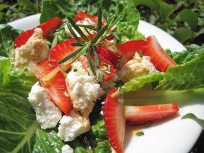 Getostsallad med jordgubbar