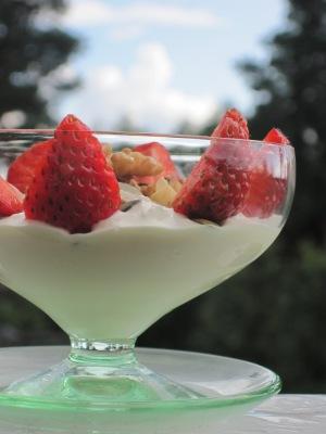 Keso med Crème Fraiche och Jordgubbar