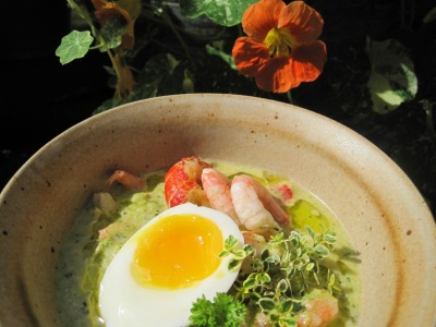 Broccolisoppa med skaldjur och Västerbottensost