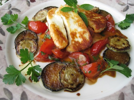 Smörstekt Halloumi med varma Tomater