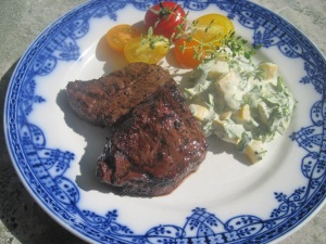 Grillad bisonfilé med zucchinisallad