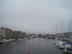 Dimma över Trondheims småbåtshamn