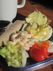Norska delikatesser till lunch på hotellrummet