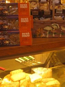 Spröda frökex från Huså Bröd hos M Seger på Östermalmshallen