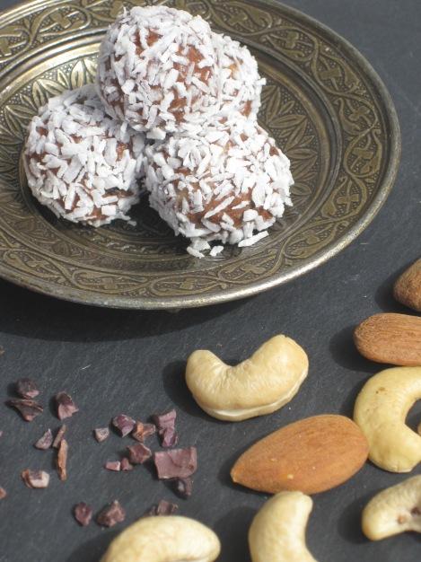 Chokladbollar med nöt/mandelsmör, klicka på bilden så kommer du till receptet...