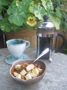 Nötfrukost med kaffe