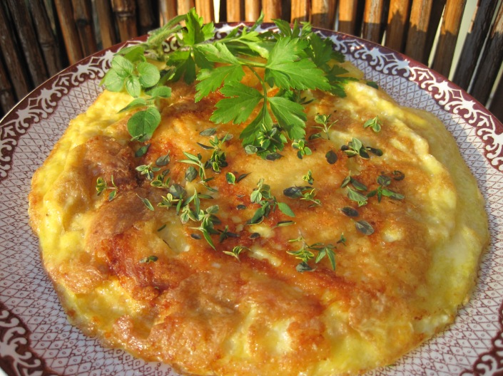 Omelett med ost och örter