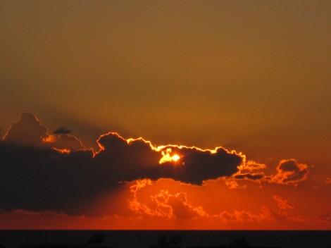 Vår utsikt över solnedgången i Medelhavet