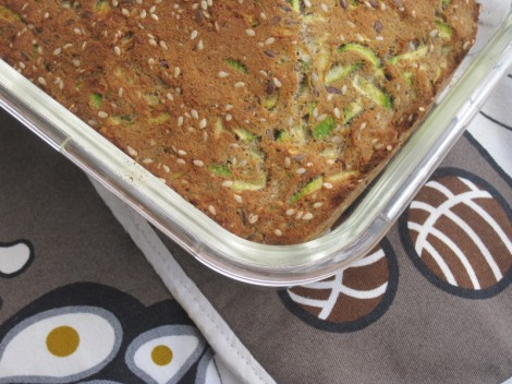 Zucchinibröd med sesam och kanel