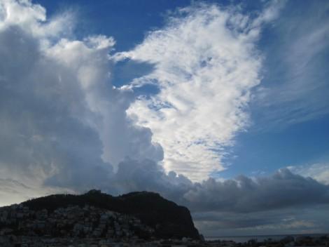 Morgonhimmel över Borgen i Alanya