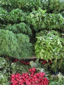 Gröna bladgrönsaker i Alanyas saluhall