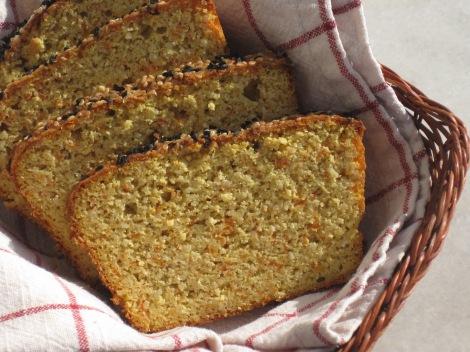 Glutenfritt och mjölkfritt formbröd