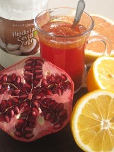 Energidryck med granatäpple,grapefrukt,citron,kokosolja och kryddor