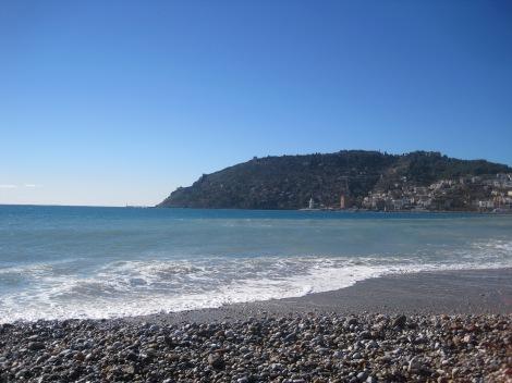 Utsikt mot borgen från Östra stranden i Alanya