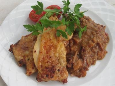 Kycklingschnitzel och indisk rödkål med kokos och curry