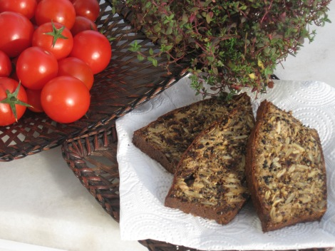 Glutenfritt fröbröd med soltorkade tomater och timjan