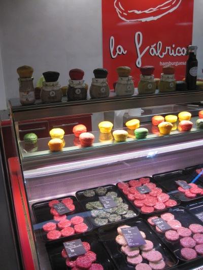 Delikatessburgare i Mercat Santa Catalina. Mycket goda för 1-1.50 euro styck...