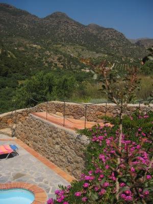 Utsikt mot bergen från Villa Lyronda