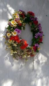 Blomsterkrans för att fira vårens ankomst till Makrigialos..
